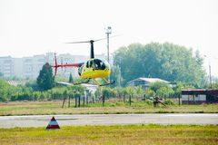 Pilot Eurocopter AS-350 na airshow Obrazy Stock