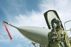 Pilot med dräkten och militär luft Arkivfoton