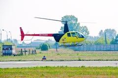 Pilot von Raben Robinsons R44 auf airshow Lizenzfreie Stockbilder