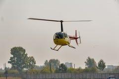 Pilot von Raben Robinsons R44 auf airshow Lizenzfreies Stockbild