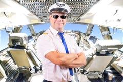 pilot z okularami przeciwsłonecznymi, tło kokpitu samolot fotografia stock