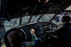 Pilota e copilota italiani dell'aeronautica, durante la pattuglia sul mar Mediterraneo Fotografia Stock