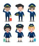 Pilota e hostess insieme degli ufficiali e delle hostess dei sorveglianti di volo isolate su fondo, sul pilota e sull'assistente  Immagini Stock