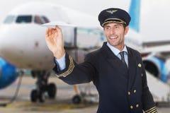 Pilota Flying Paper Aitplane immagini stock libere da diritti