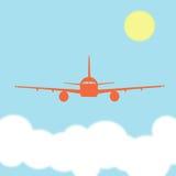 Pilotare un aeroplano sopra le nuvole un giorno soleggiato Fotografia Stock Libera da Diritti