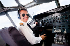Pilote dans une cabine d'avion Photo stock