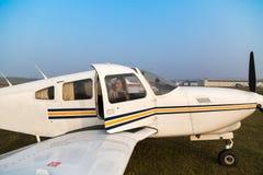 Pilote de femme dans les avions Photo libre de droits