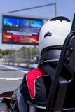 Pilote de kart sur la ligne de départ photo libre de droits