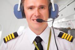 Pilote de ligne aérienne photos stock