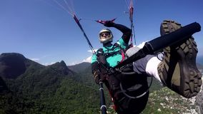 Pilote de parapentiste, examen médical handicapé banque de vidéos