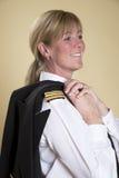 Pilote de sourire féminin de ligne aérienne Images stock