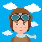 Pilote Hat de garçon Jeune pilote Against Sky Background de garçon Image libre de droits