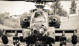 Piloten im Fliegenhubschrauber Stockbilder