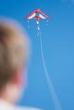 Piloter un cerf-volant Images stock