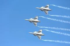 Pilotes acrobatiques aériens d'équipe de F-16 Gripen et du 1er août Images libres de droits