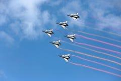 Pilotes acrobatiques aériens d'équipe de F-16 Gripen et du 1er août Photographie stock libre de droits
