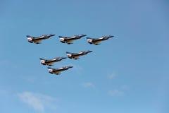 Pilotes acrobatiques aériens d'équipe de F-16 Gripen et du 1er août Image libre de droits