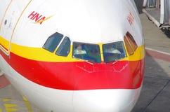 Pilotes dans l'habitacle de Pékin, Berlin Tegel Airport, mai 2016 Image libre de droits