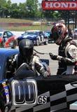 Pilotes de voiture de course images stock