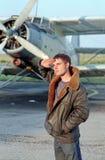 Piloto antes del avión Imágenes de archivo libres de regalías