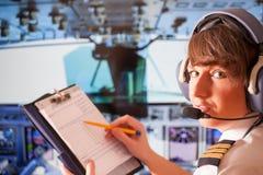 Piloto de la línea aérea Foto de archivo libre de regalías