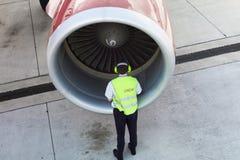 Piloto durante dar une vuelta Fotografía de archivo
