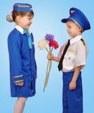 Piloto e comissária de bordo pequenos Imagem de Stock Royalty Free