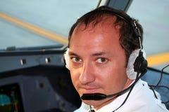 Piloto na cabina do piloto Imagens de Stock
