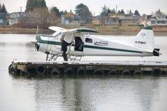 Piloto Preparing para o voo Imagens de Stock Royalty Free