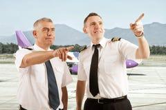 Pilotos de la línea aérea fotos de archivo libres de regalías