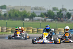 Pilotos desconhecidos que competem no campeonato nacional de Karting Fotografia de Stock