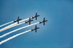 Pilotos que voam na formação Fotografia de Stock
