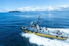 Pilotowa łódź na błękicie fotografia royalty free