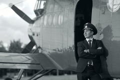 Pilotowy pobliski rocznika samolot Obraz Royalty Free