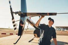 Pilotowy robić pre lot inspekci zdjęcia royalty free