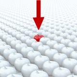 Pilpunkter till ett rött äpple på det vita bakgrundsäpplet royaltyfri fotografi