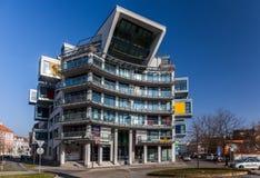 Pilsen Tjeckien - 02/21/2018: Modernt hus - kontorscente royaltyfri foto