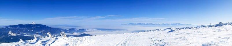 Pilsko - une vue du Babia Gora et de Tatry Images stock