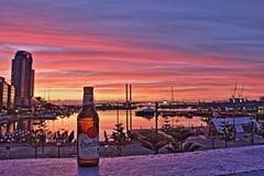 Pilsner Urquell et coucher du soleil Melbourne Photographie stock libre de droits