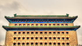 Piltorn i Zheng Yang Gate - Peking royaltyfria bilder