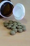 Pilule grise avec la bouteille Photographie stock libre de droits
