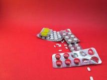Pilules chimiques pour les maladies photo stock