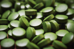Pilules d'algues vertes Photographie stock