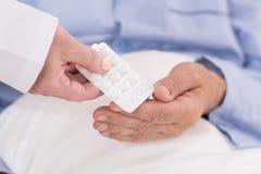 Pilules dans le habillage transparent Photographie stock libre de droits