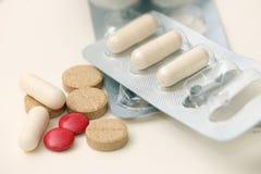 Pilules de vitamine et et calmants Images libres de droits