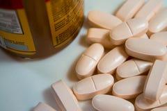 Pilules et bouteille Photos libres de droits