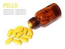 Pilules et bouteille d'isolement sur le fond blanc Photo libre de droits
