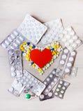 Pilules et forme de coeur image libre de droits