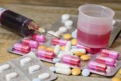 Pilules et médecines à la santé Images stock