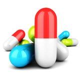 Pilules médicales colorées sur le fond blanc Images libres de droits